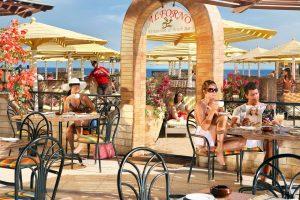 Sunrise Holidays Resort terras